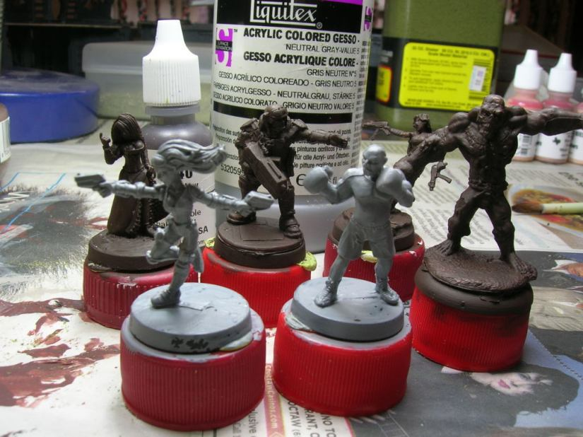 All primed & ready to go. Notice how the gesso shrank away on the bases. When it does that on the mini, you have to do a 2nd coat.